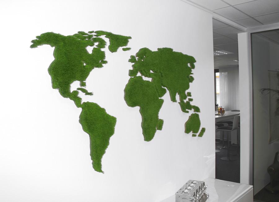 Große Weltkarte aus Gras in Geschäftsraum
