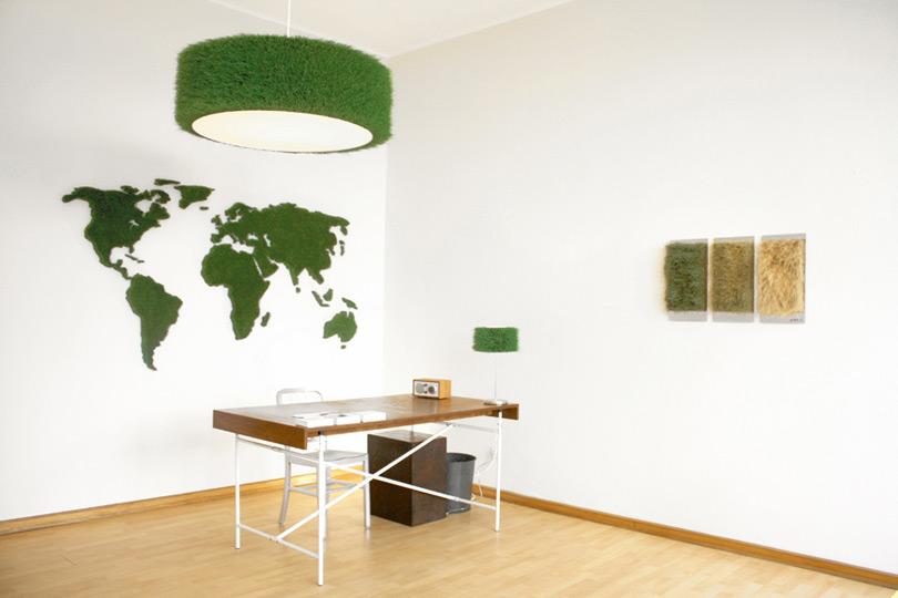 Bürobegrünung mit Gras-Weltkarte und Graslampe