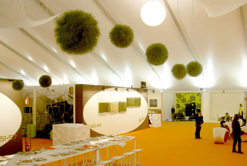 Grass objects as eye-catcher at an exhibition