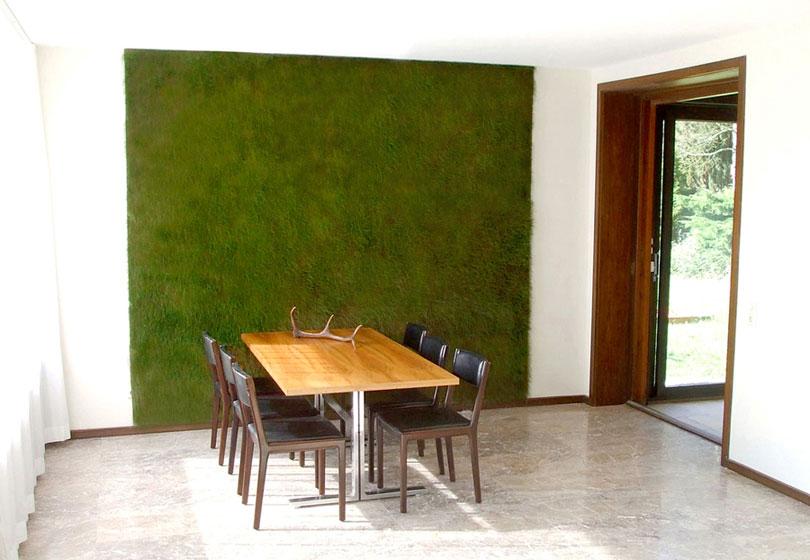 Grüne Wand im Konferenzraum